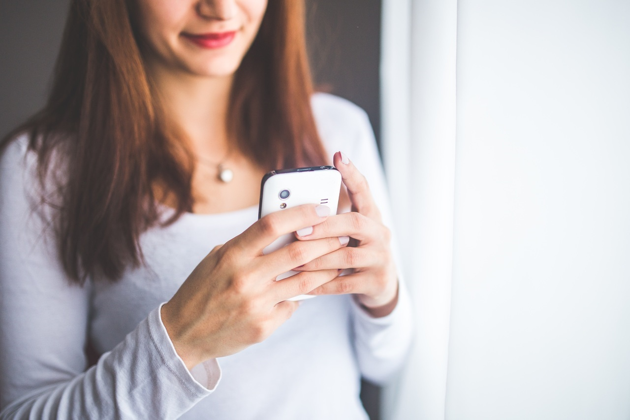 Shopping via smartphone: gli acquisti si faranno sempre più con l'Intelligenza Artificiale